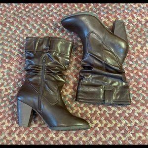 White Mountain Brown Woman's Boots Size 7M